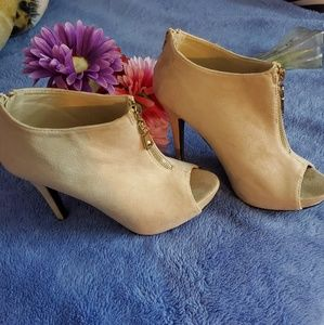 high heel New shoes Color cream  never used
